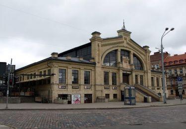 Halle Market, 100 m
